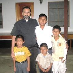 PADRE DOÑORO Y NIÑOS DEL HOGAR NAZARET